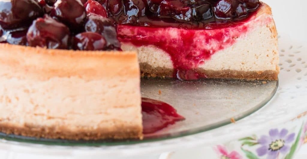 Baked cherry cheesecake - ready to eat