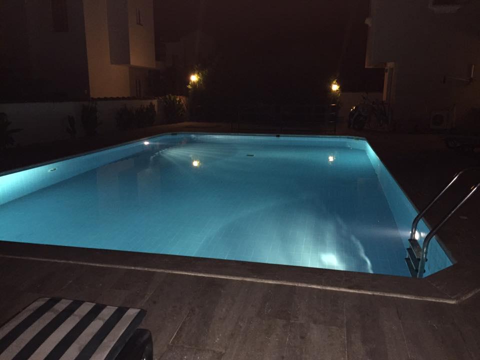 yaz pool - night